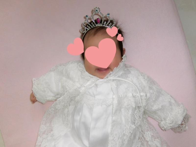 母親が産まれた時に着たベビードレスを娘も着る