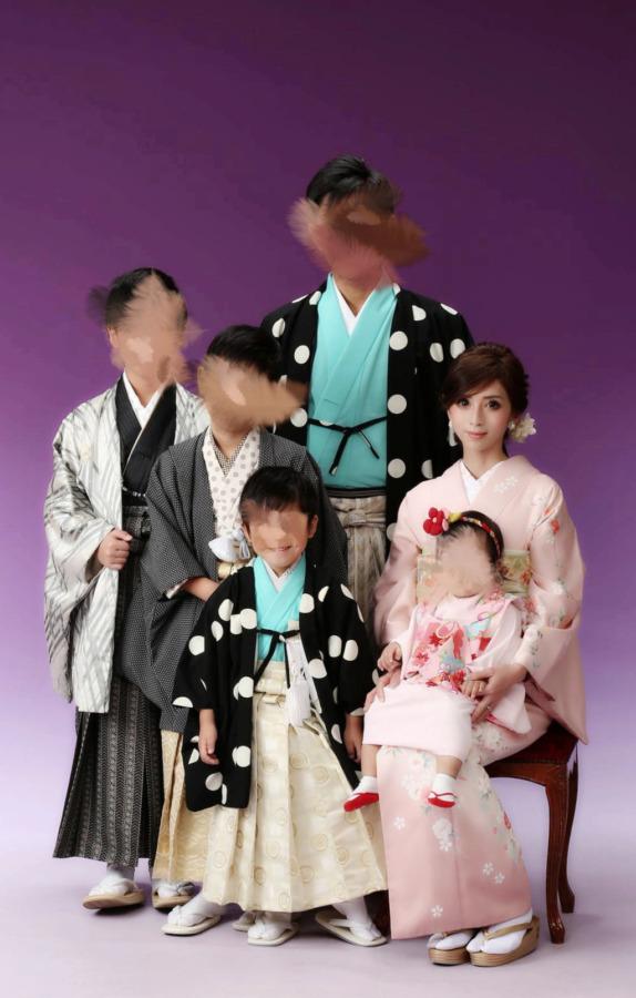 家族写真 着物母親髪型