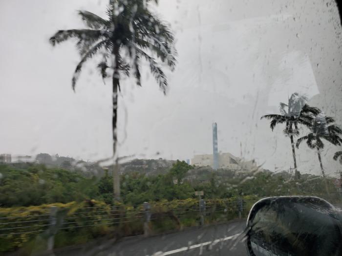 突然降る沖縄の雨