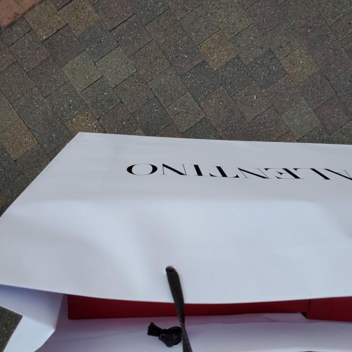ヴァレンティノで買い物した袋