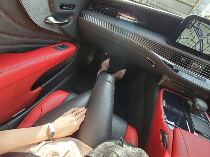 レクサスの車内