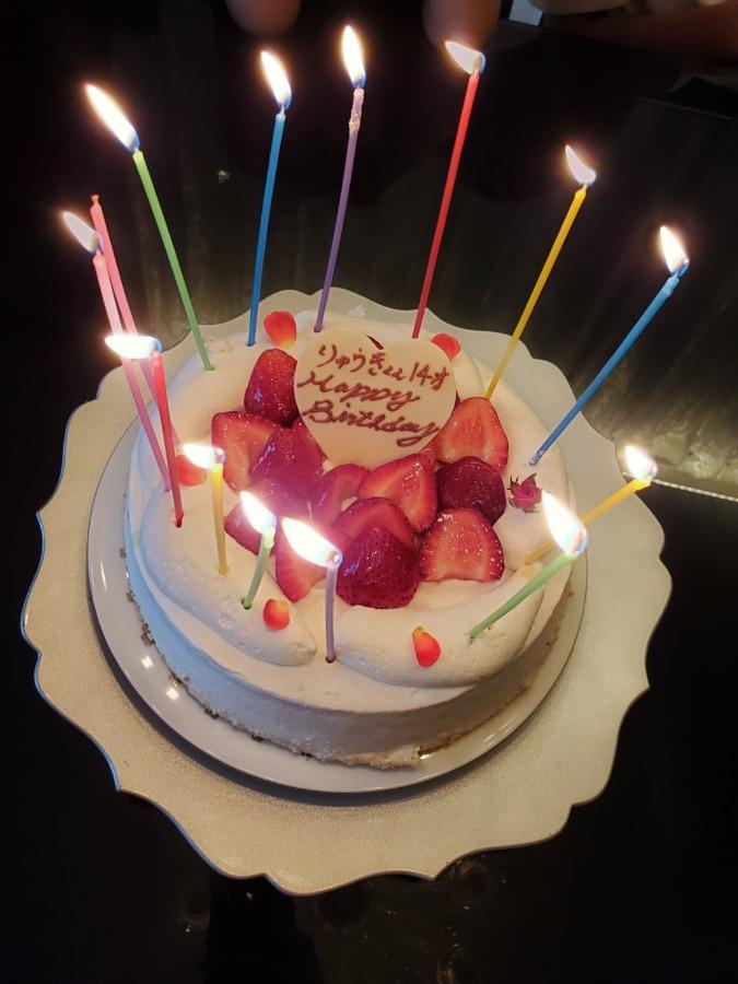 いちごの生クリーム誕生日ケーキ